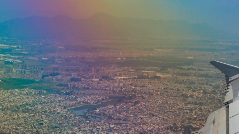 Blick aus dem Flugzeug über Bogota in Kolumbien