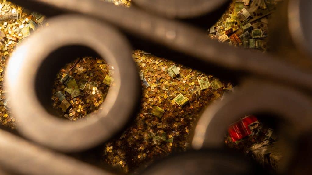 Münzen auf dem Boden der Kathedrale Notre Dame de Strasbourg